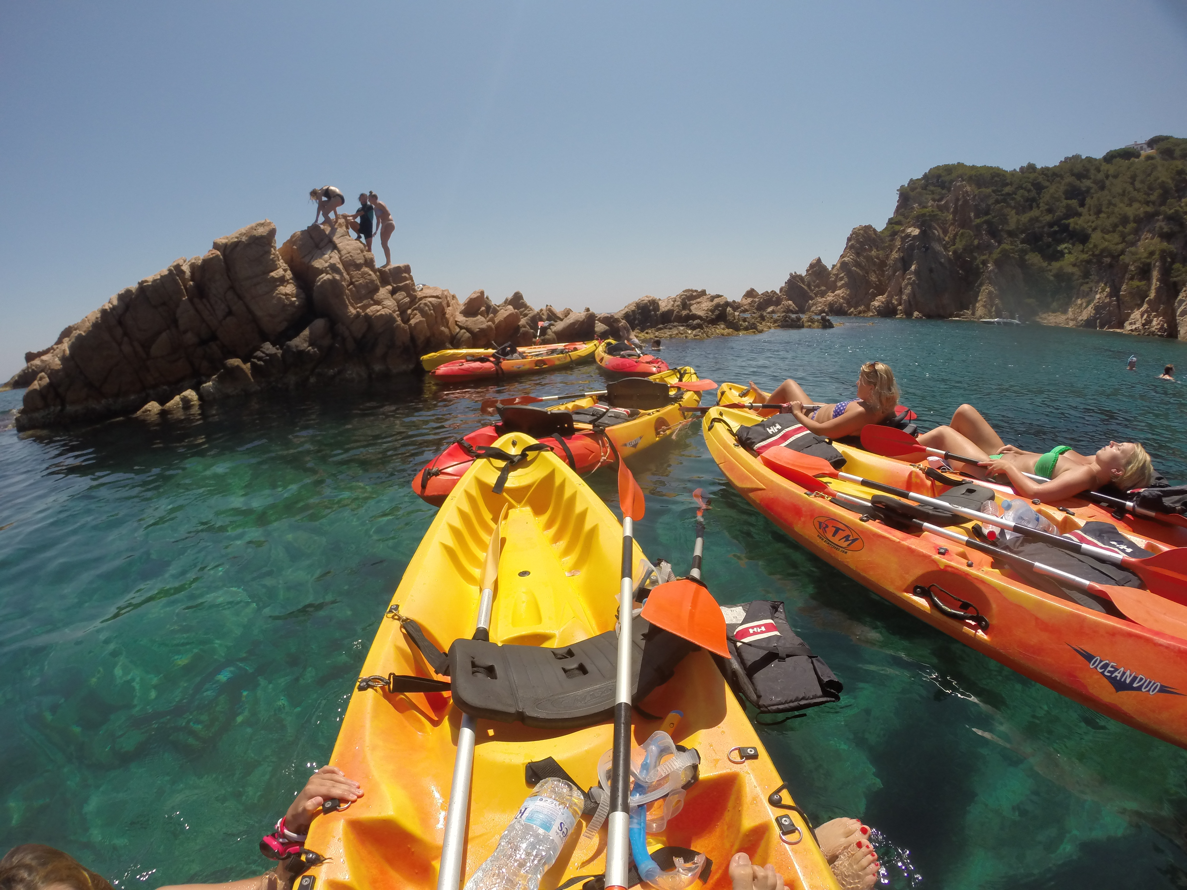 Kayaking and snorkeling tour in costa brava fuster for Fish rock rentals