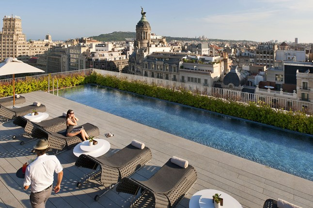 mandarin-oriental-barcelona-roof-pool-cnt-2jul13-pr_646x430