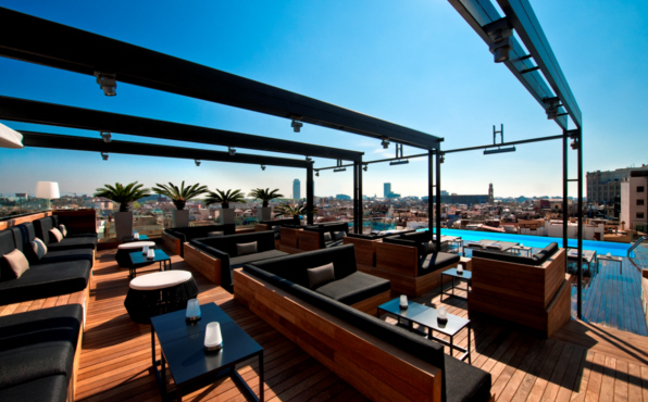 sky bar mejores vistas de barcelona fuster apartments. Black Bedroom Furniture Sets. Home Design Ideas