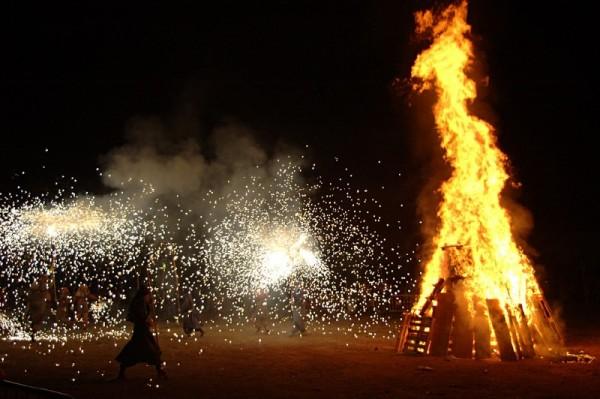 Sant Joan bonfires