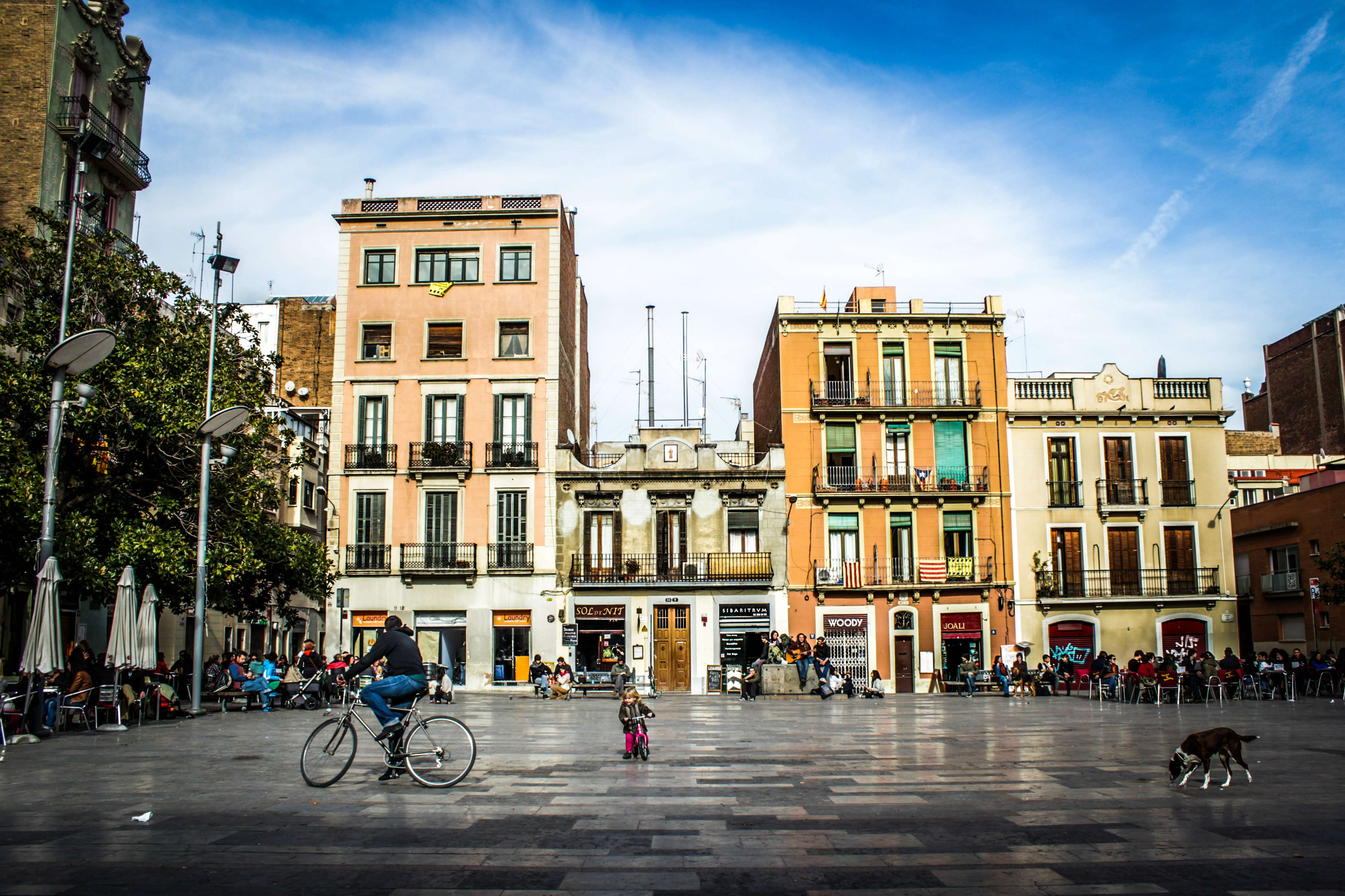 Barcelona no termina con la sagrada familia o el park for Plaza del sol