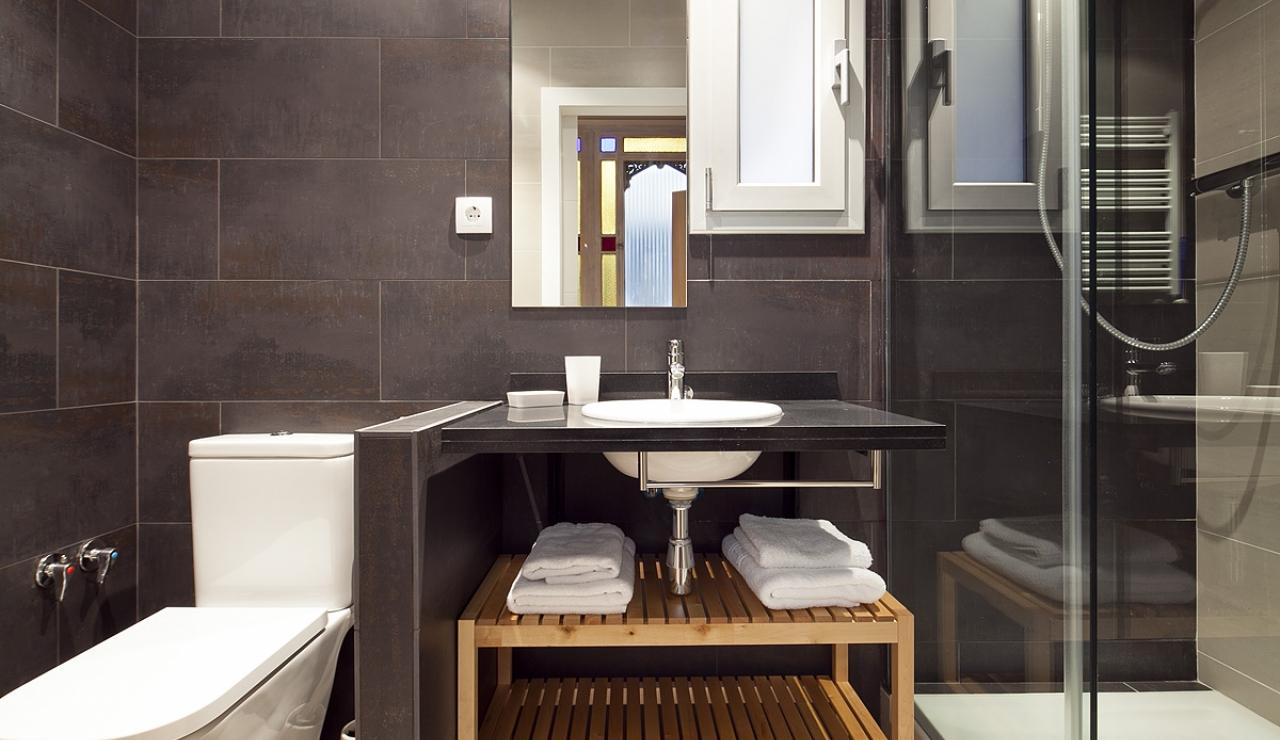 accommodations in barcelona baño 2