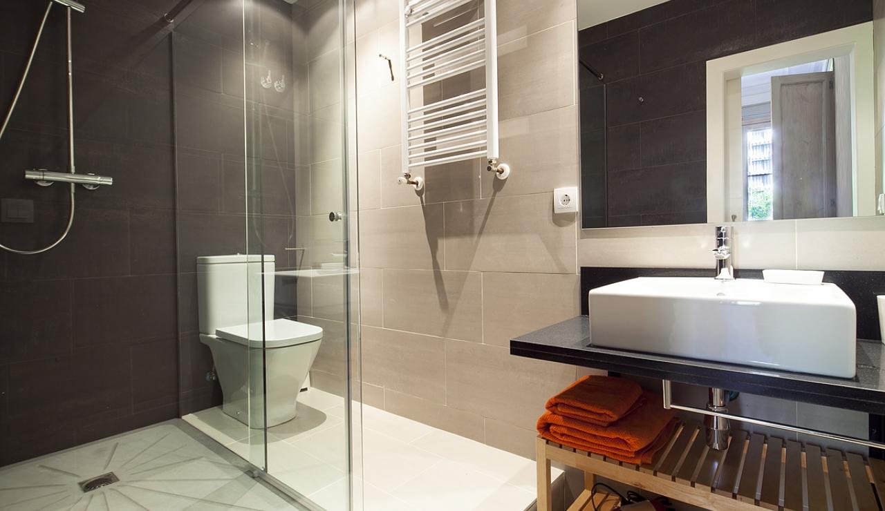 accommodations in barcelona baño 1